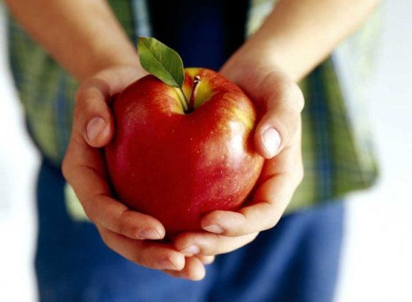 Ποια είναι η χρήση, η σύνθεση, η βλάβη των μήλων στο ανθρώπινο σώμα, είναι αυτός ο καρπός για όλους;